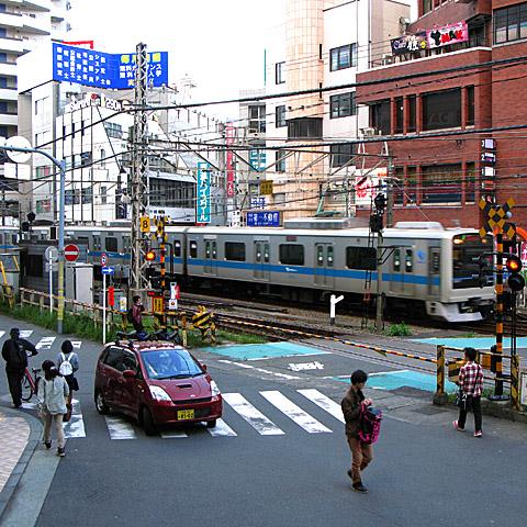 003-fumikiri-160429-odakyu-machidaekimae humikiri.jpg