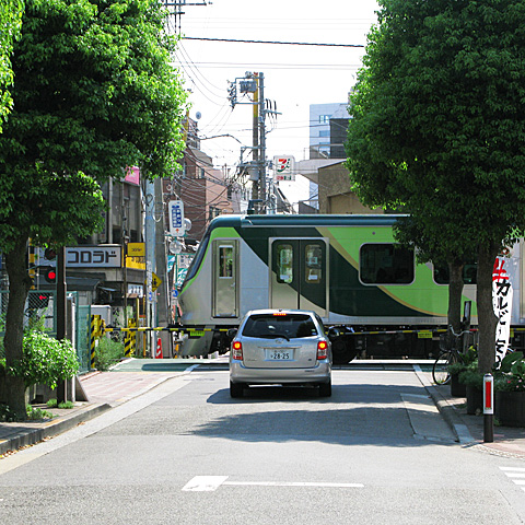 066-20100823-tokyu-tamagawaline-shimomaruko-480sq.jpg